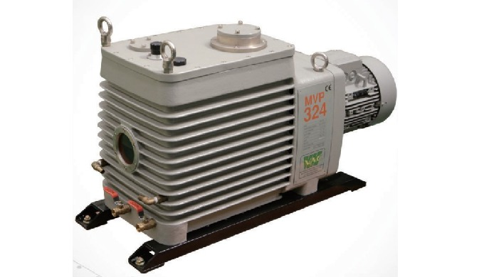 Oil or rotary vacuum pump